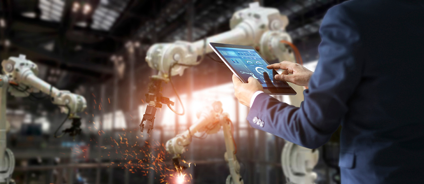 RobotswithfactoryworkerWEB