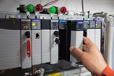 shutterstock_599717393AutomatedcontrolsysWEB