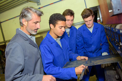 teacher_students_learning_manufacturing_tradeschool