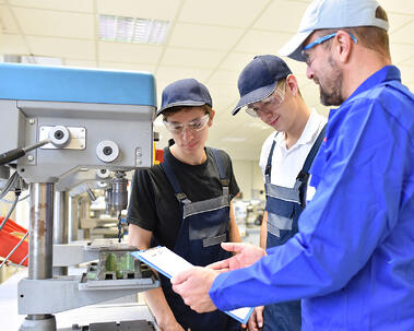 tradeschool_learning_students_manufacturing
